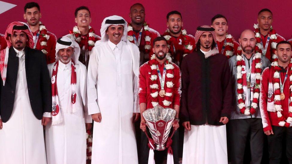 أمير قطر يستقبل أبطال آسيا