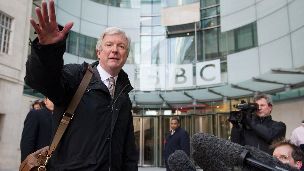 Toni Hol ispred BBC-ija u Londonu