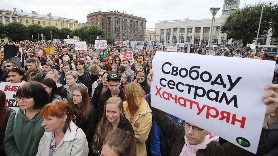 تعاطف في روسيا لقاتلات أبيهن الذي عكف على انتهاكهن لسنوات