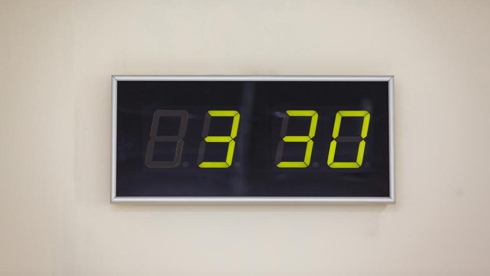 Reloj con las 3:30.