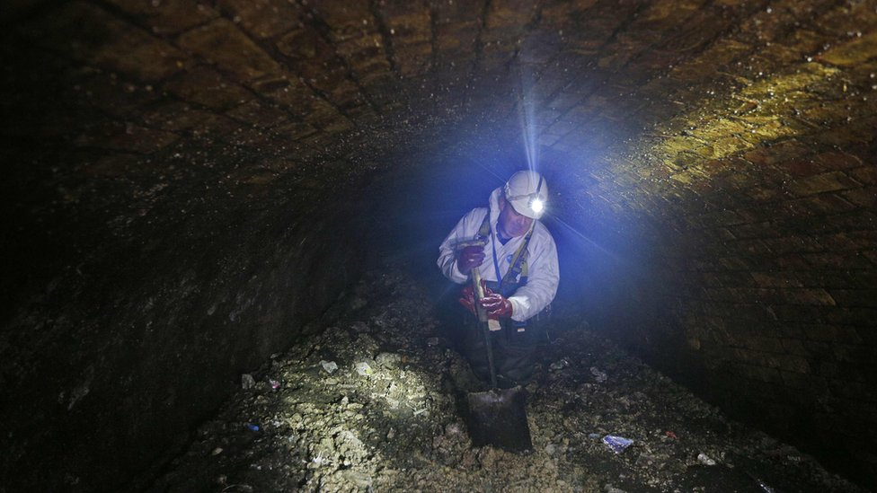 A worker removing fat from a London sewer in 2017