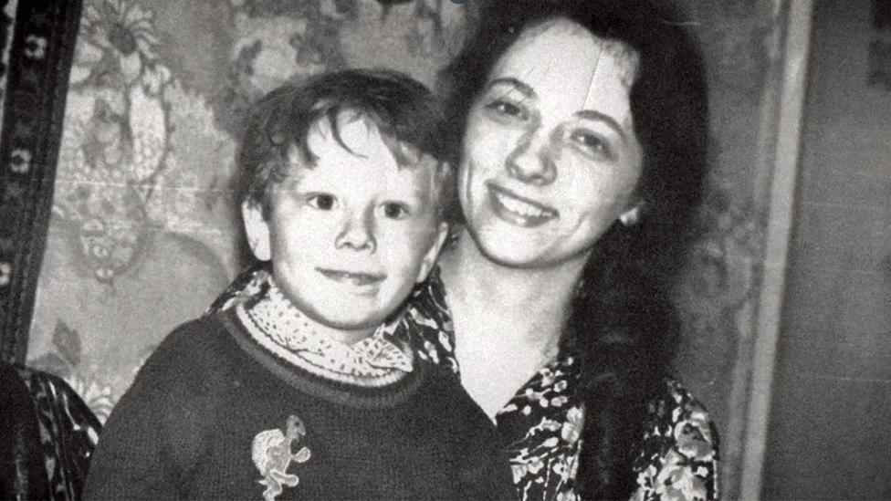 Wes y Elena cuando él era pequeño.