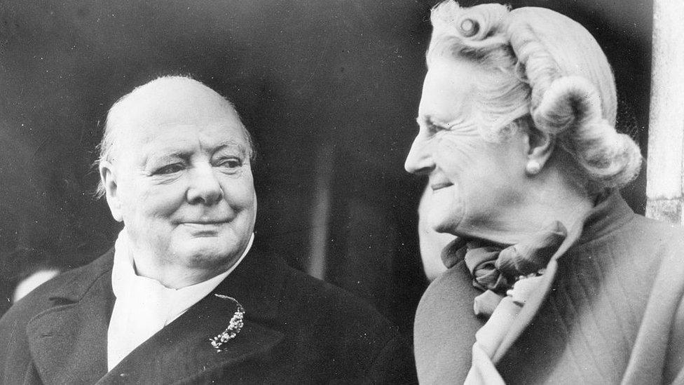 Winston Churchill y Clementine Hozier en 1951.