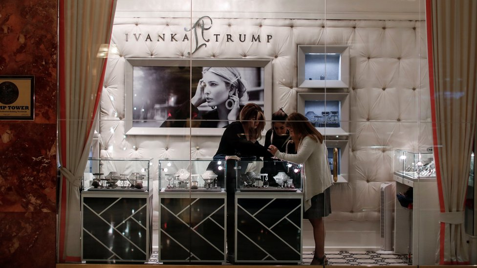 People shopping in her jewelry store in Trump Twoer