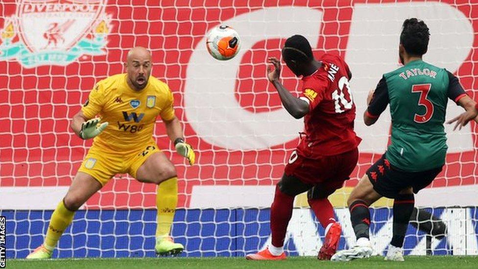 ساديو ماني يحرز الهدف الأول