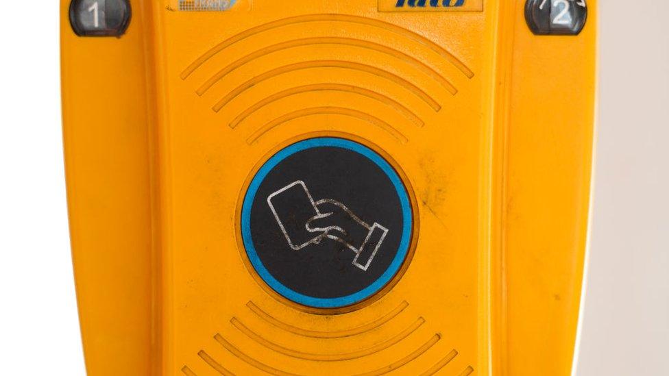 Uno de los sistemas de pago contactless en los servicios de transporte público.
