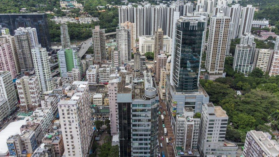 香港的平均的房子價錢,相等於當地人20年的收入。