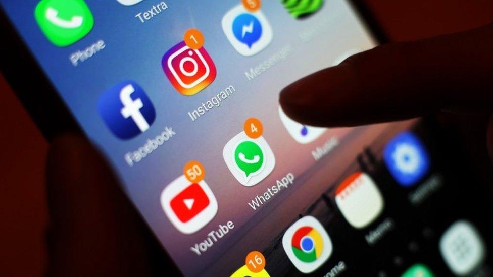 تطبيقات على هاتف زكي