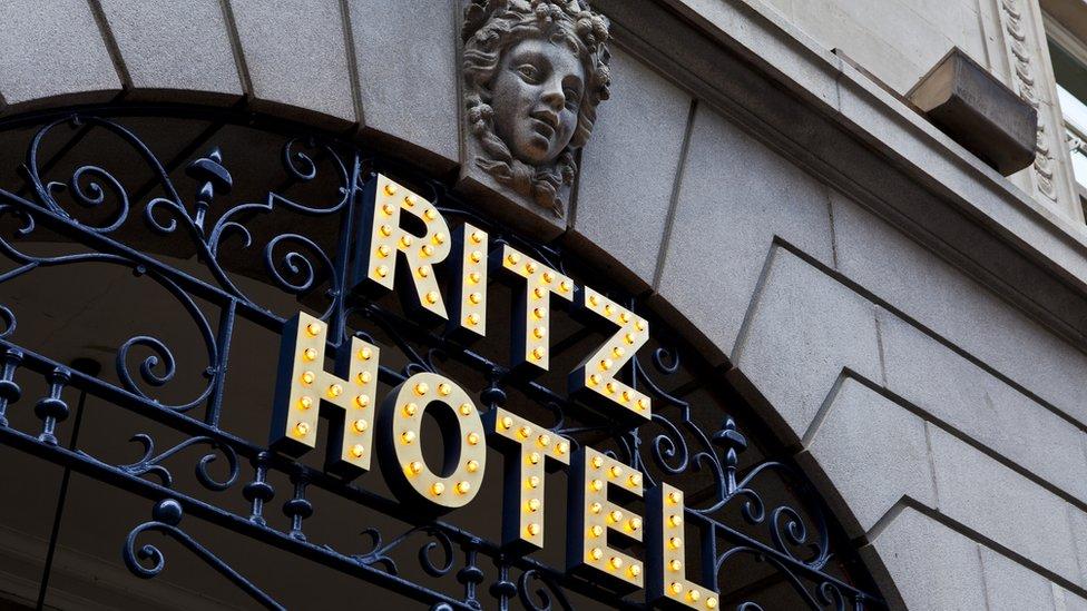 Entrada del hotel Ritz en Londres