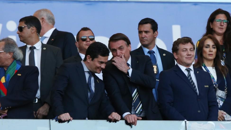 El presidente brasileño, Jair Bolsonaro, junto a su polémico ministro de Justicia, Sergio Moro.