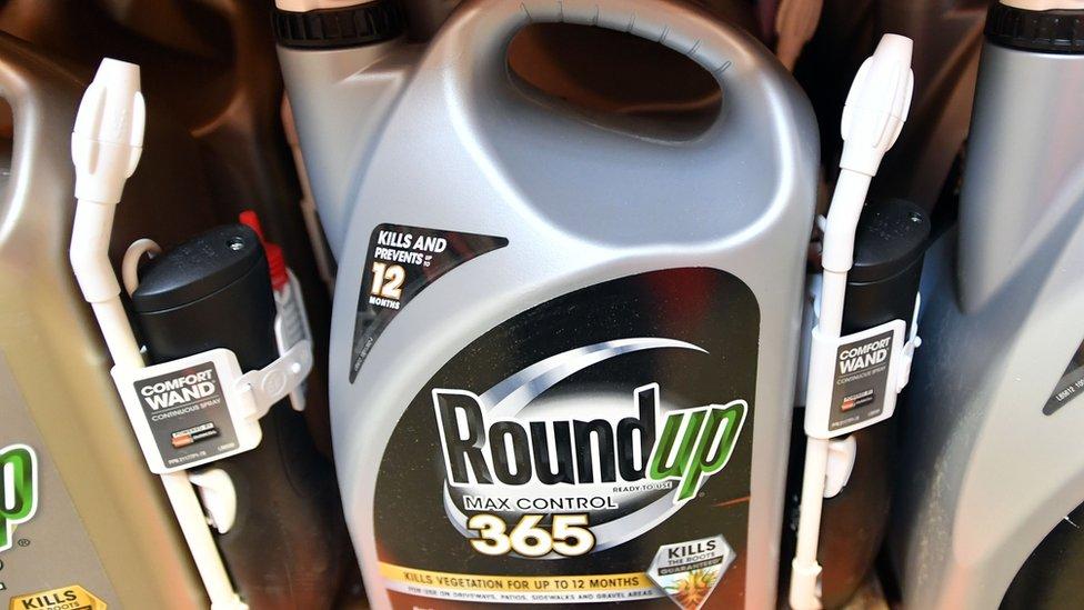 Una botella de Roundup