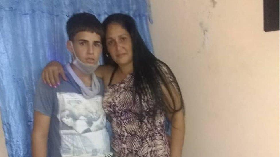 Naika y su hijo Christopher, de 14 años.