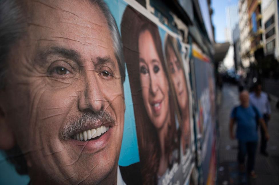 Cartel con los rostros de Alberto Fernández y Cristina Fernández de Kirchner