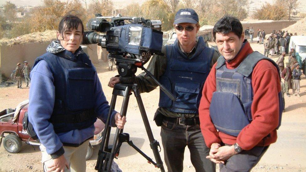Derrocar a los talibanes se consideró una prioridad mundial hace 20 años, escribe el autor (derecha)