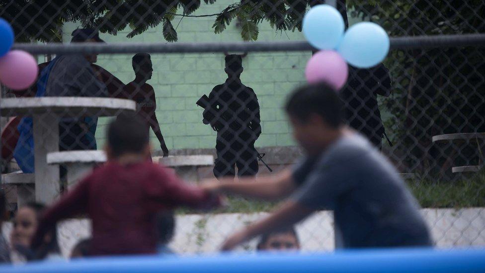 Niños jugando. Foto: Oliver de Ros