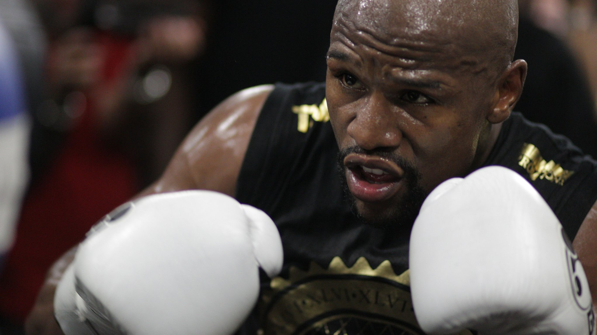 BBC News - Floyd Mayweather and DJ Khaled pay SEC cryptocurrency penalties