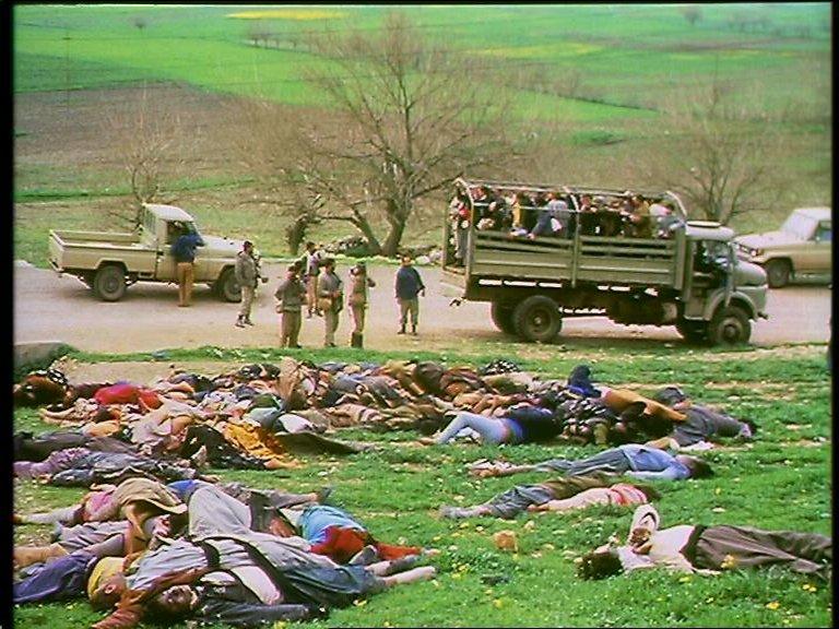 أرشيف: صورة للمدنيين الذين قتلوا بالغاز الكيمياوي في مجزرة حلبجة في إقليم كردستان العراق في عام 1989