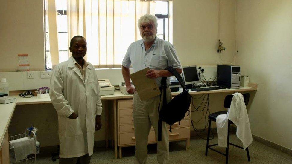 Frank Plummer junto a un colega