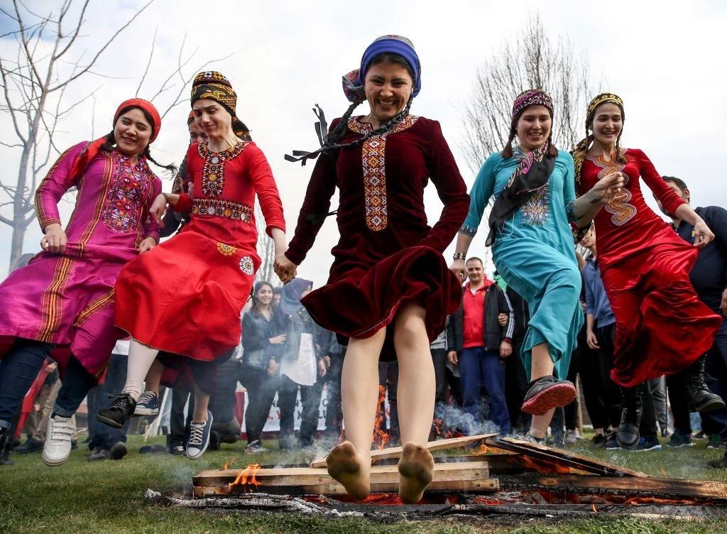 احتفالات التركمان بنوروز في مركز توبكابي الثقافي في اسطنبول. 21 مارس/آذار 2018.