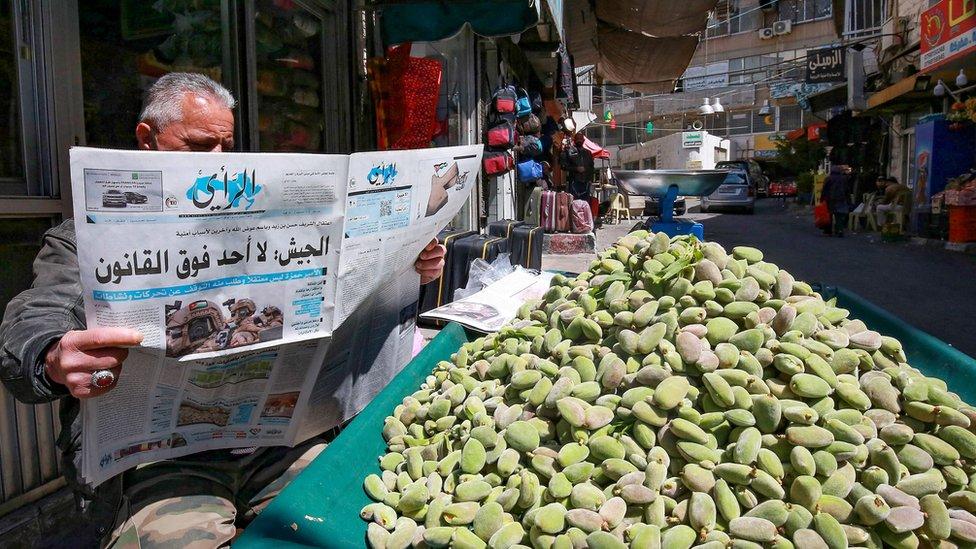 الشارع الأردني متلهف لمعرفة تفاصيل ما حدث