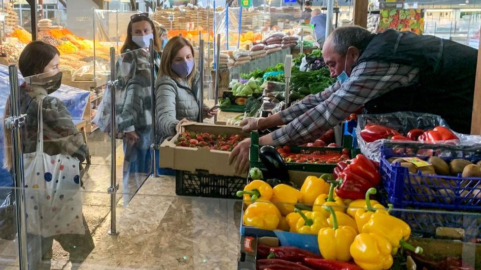 Mercado de Zhytniy en Kiev.