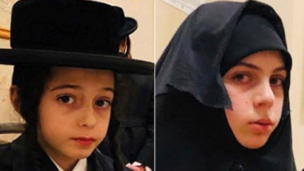 Chaim Teller, de 12 años, y su hermana Yante Teller, de 14 años
