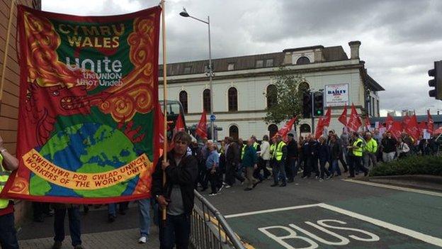 Protest gweithwyr bws yng Nghaerdydd