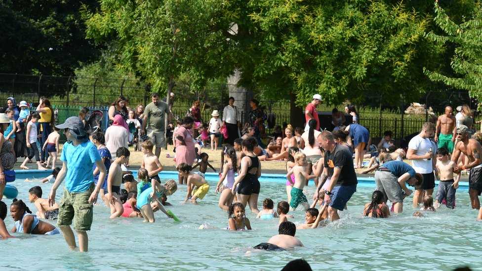 UK weather: What are the effects of a heatwave?