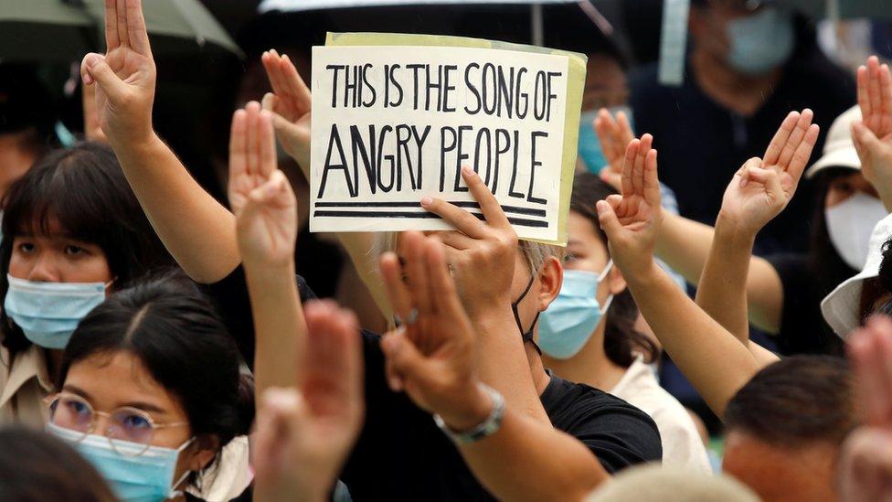 مجموعة من المتظاهرين