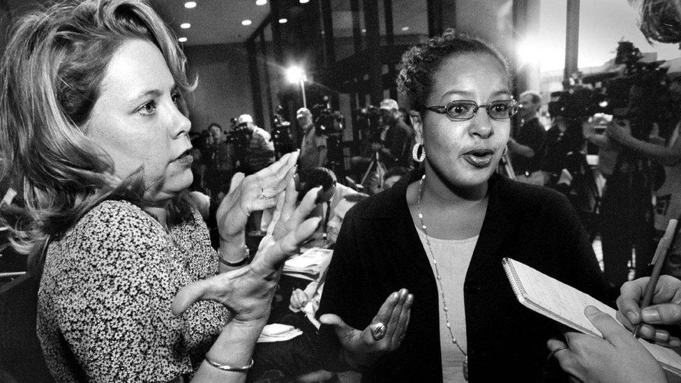 Dos mujeres del jurado.