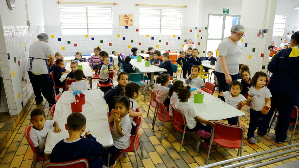 Niños en una aula preescolar.