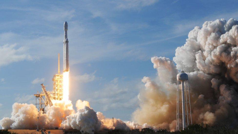 ABD'de fırlatma sahaları bulunan SpaceX'in yeni platformu Endonezya'nın Biak adasına kurulabilir.