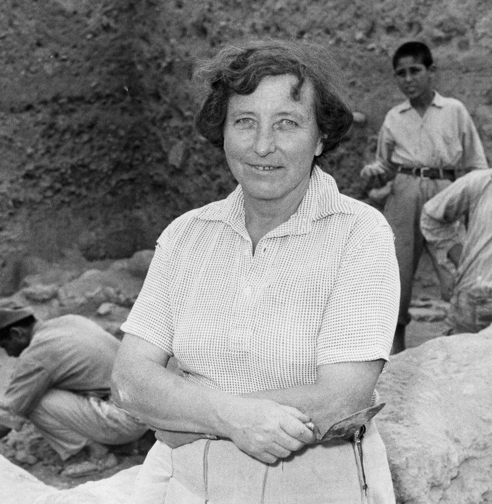 Kathleen Kenyon excavando en Jericó