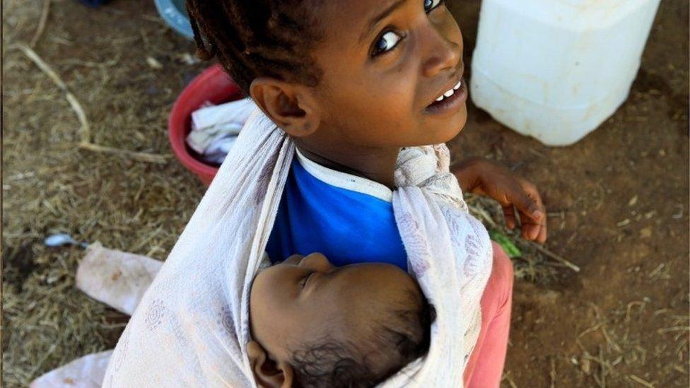أطفال من تيغراي في مخيم للاجئين