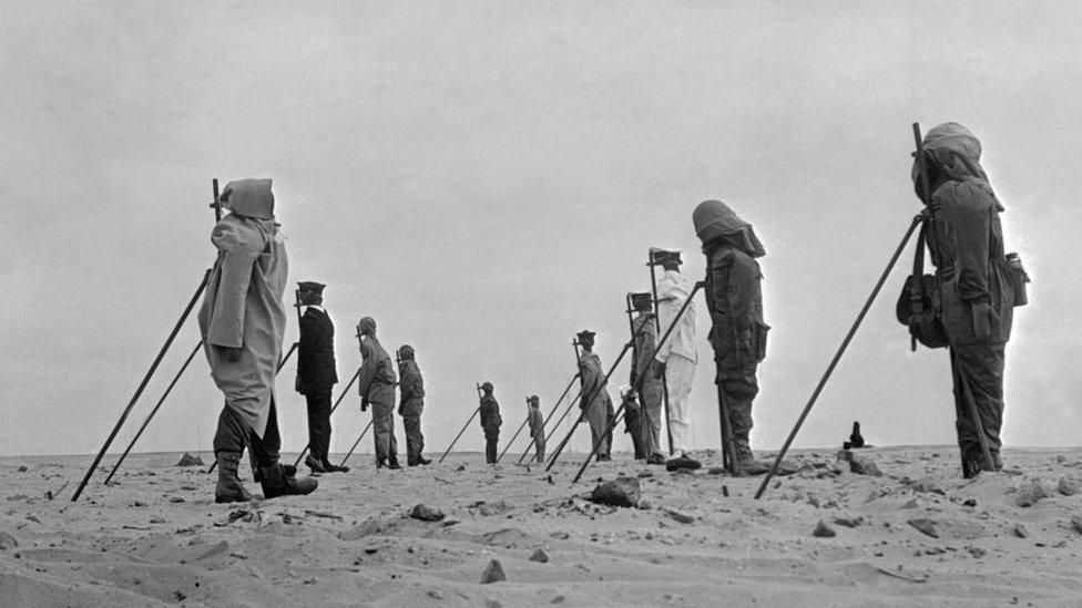 استخدم الفرنسيون دمى في موقع التجربة النووية وتظهر في هذه الصورة الملتقطة في ديسمبر/كانون الثاني 1960