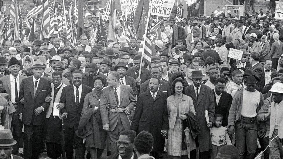 Martin Luter King i Džon Luis 1965. na skupu 1965.