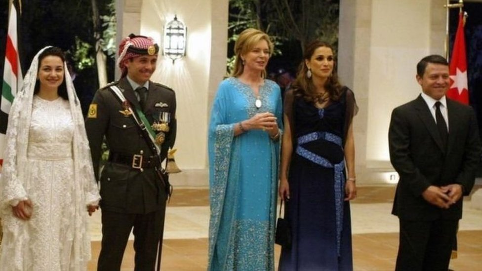 الملك عبدالله وزوجته والأمير حمزة وزوجته