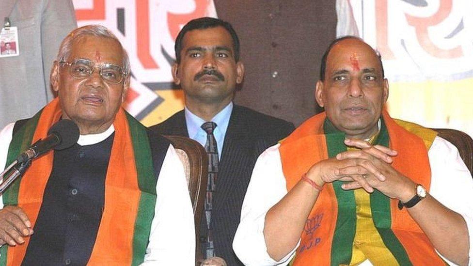 अटल बिहारी वाजपेयी के साथ राजनाथ सिंह
