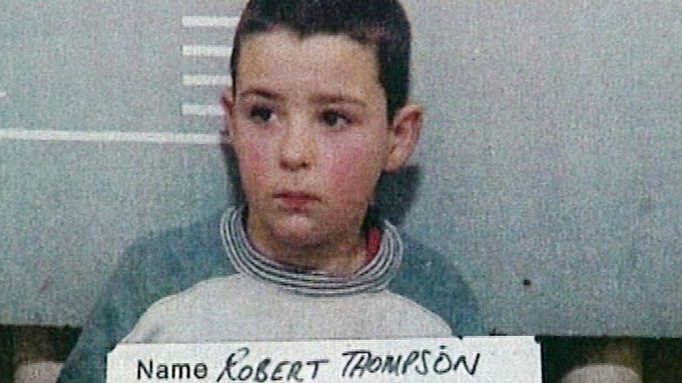 Robert Thompson, de 10 años de edad, posa para una foto policial para las autoridades británicas.
