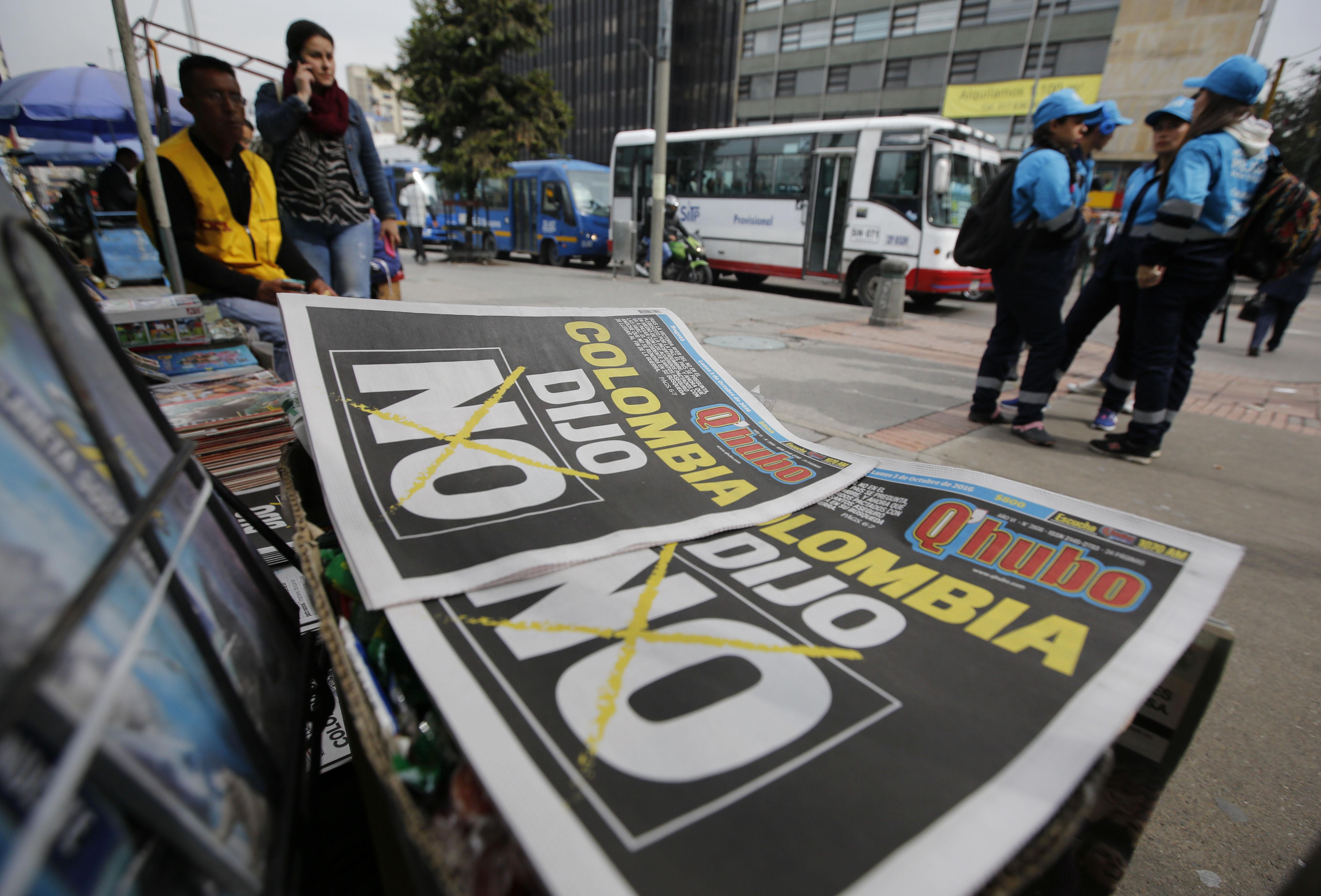 """Jornais colombianos com manchete sobre o """"não"""""""