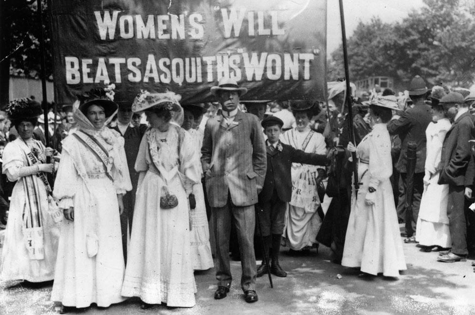 Sufragistas británicas protestan contra el gobierno de Asquith en 1908.