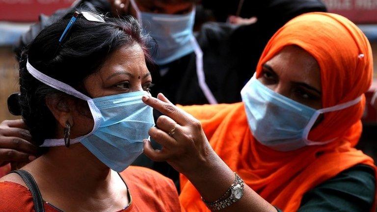Коронавирус в мире: количество заразившихся приближается к миллиону