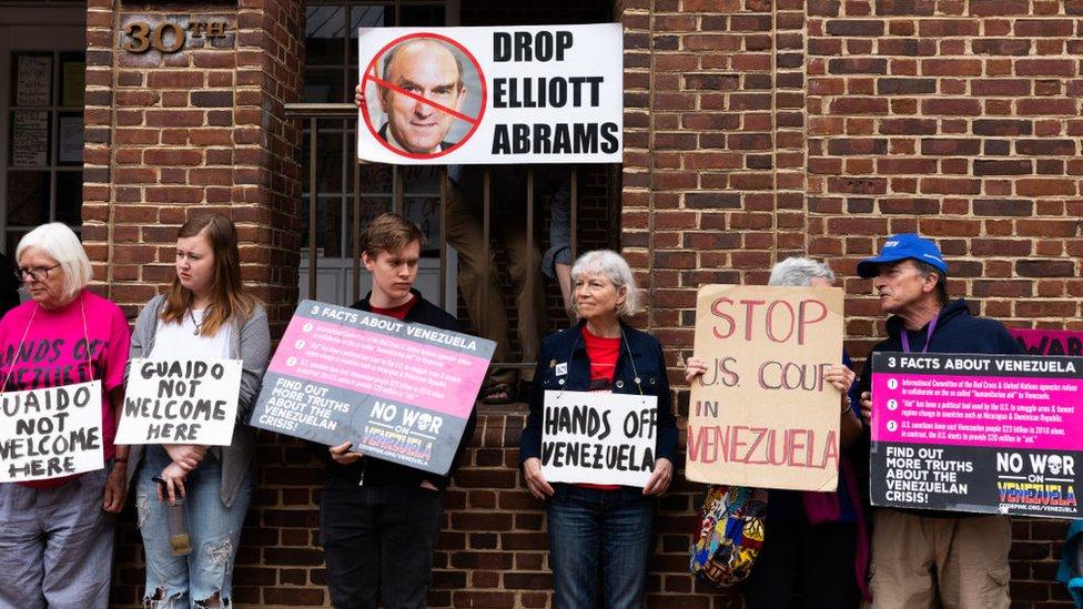 El representante de Trump para Venezuela, Elliot Abrams,también ha sido objeto de las protestas.
