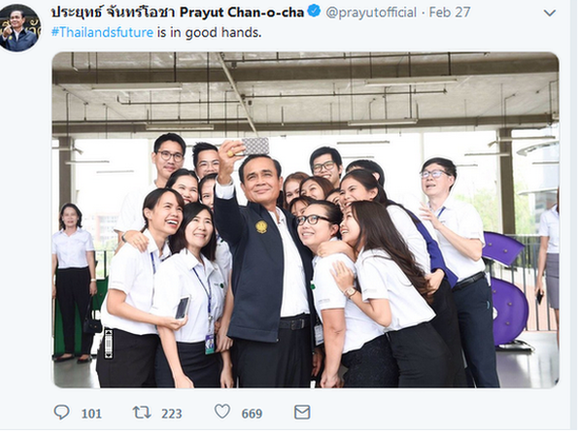 Tweet from Candidate Prayuth Chan-ocha, taking a selfie with a group of teenagers