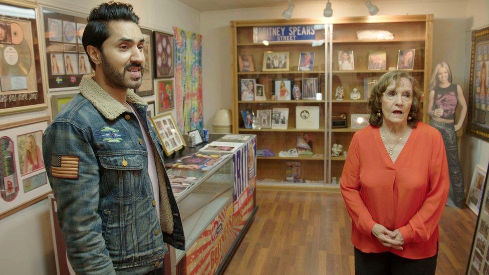 Azar posećuje muzej posvećen Britni u njenom rodnom gradu Kentvudu, u Luizijani