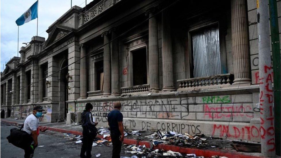 Destrozos en el Congreso de Guatemala