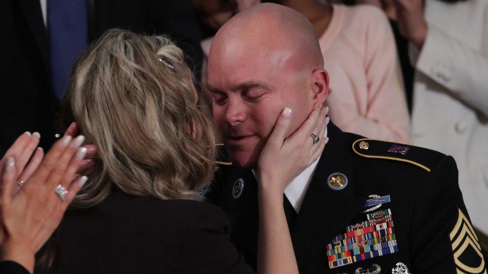 El sargento Townsend Williams saludado por su esposa