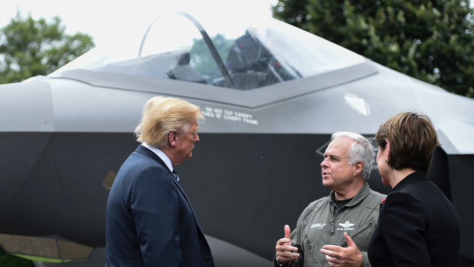 Donald Trump con un F-35.