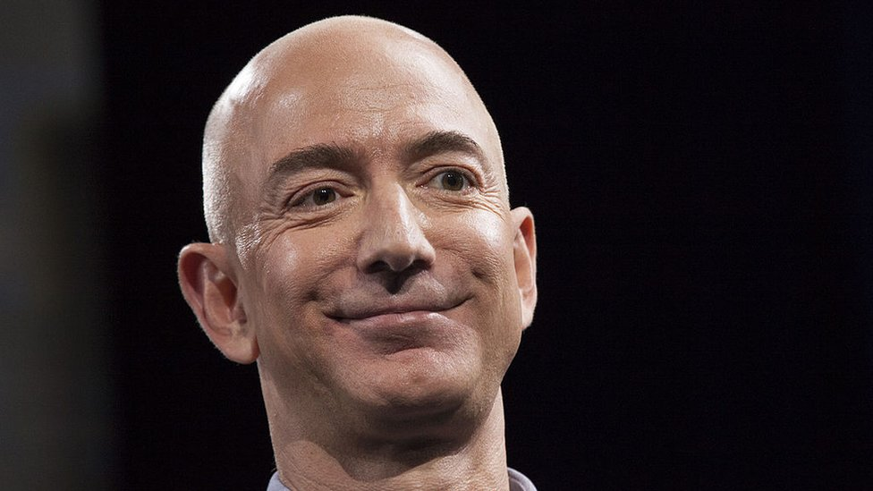 Primer plano de Jeff Bezos, fundador y presidente de Amazon