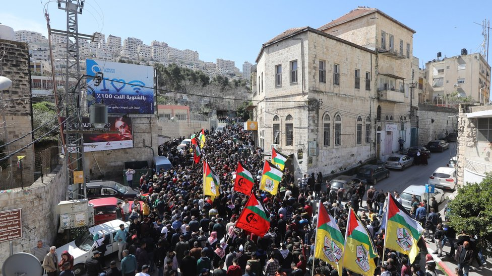 Mourners carry the bodies of Raid Hamdan and Zaid Nuri during their funeral in the West Bank city of Nablus (20 March 2019)